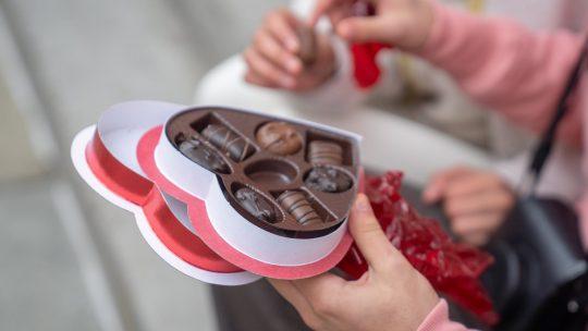 Op zoek naar kerst relatiegeschenken? Denk dan aan chocolade met een bedrijfslogo!